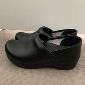 Very lightly used black leather Danskos